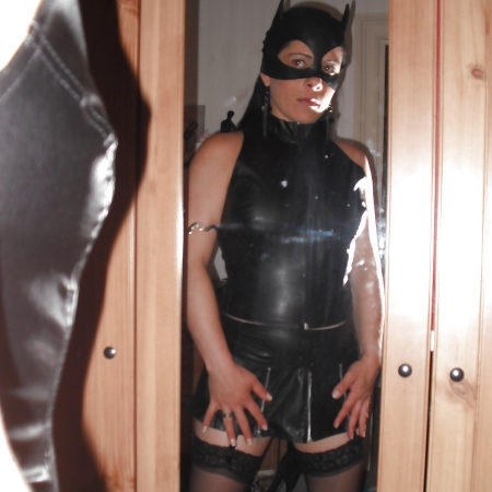 Catwoman in Latex und Leder